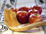 shofar_and_apples